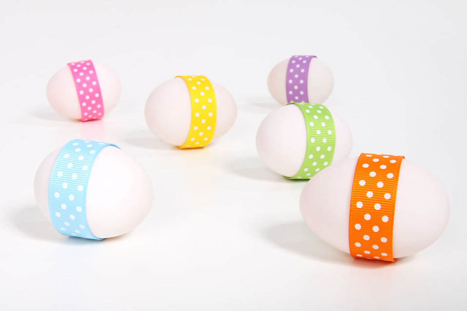 10563-easter-eggs-with-ribbons-isolated-on-a-white-background-pv