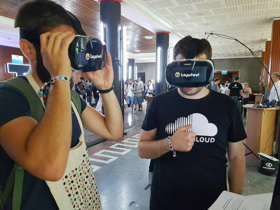 Playing VR Game at TOA16
